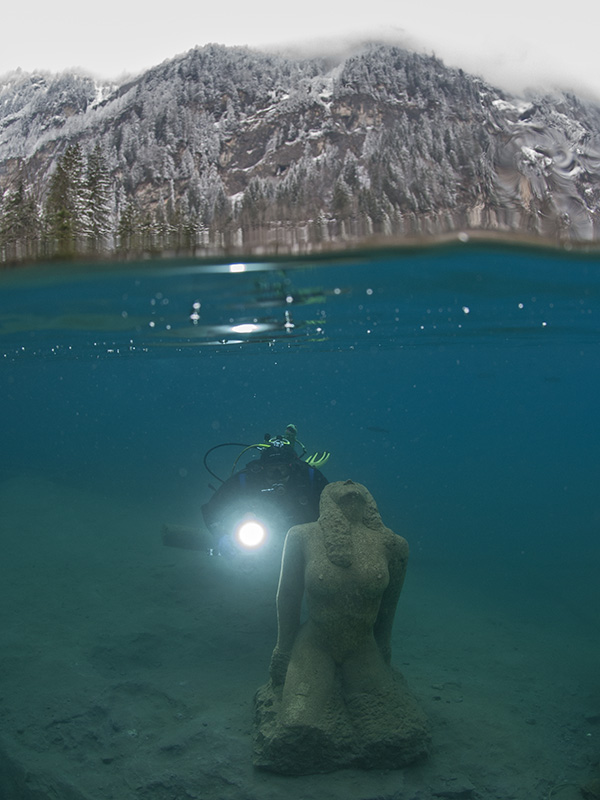 Diver with Statue 2