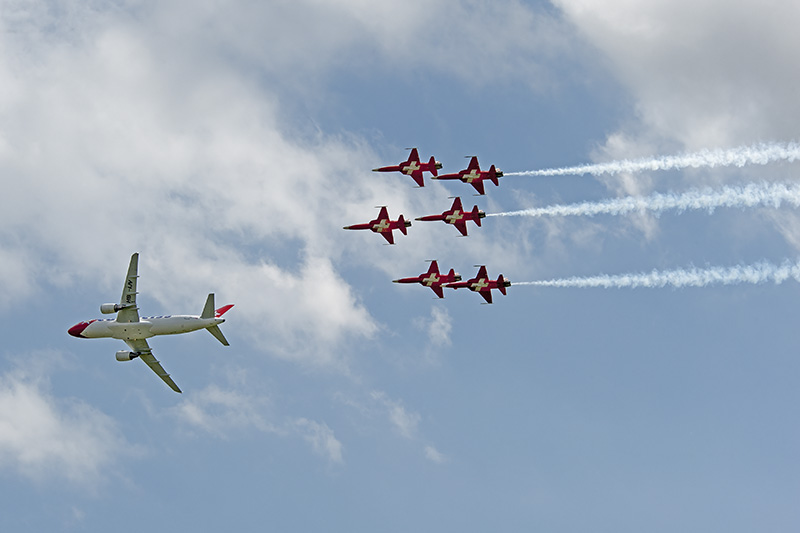Patrouille Suisse mit Edelweiss Airbus