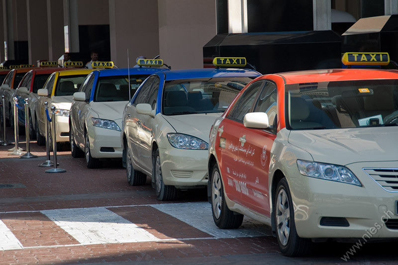 Taxis vor Mall of Emirates