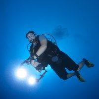 Dive Buddy with Slave Strobes © Bernd Nies